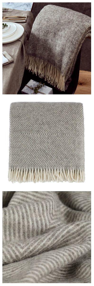 Gotland ist eine griffige Wolldecke aus bester skandinavischer Schurwolle mit einem edlen, zeitlosen Design in Rautenmuster. Nicht umsonst hat sich Gotland in Nullkommanichts zu einem unserer Bestseller gemausert.