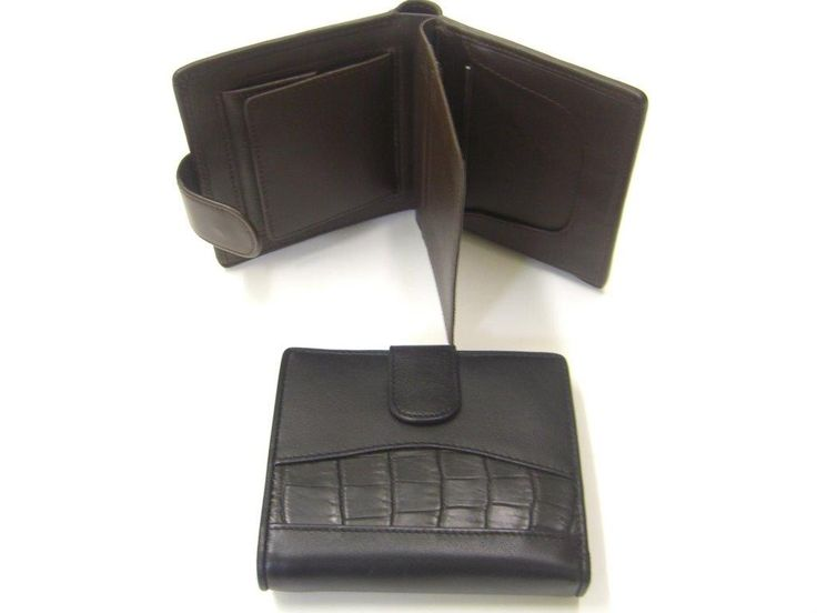Ladies Australian crocodile wallet with cow leather combination. Genuine crocodile leather is an exceptional material that can stand the test of time. It is unique, has extraordinary durability and beautiful to touch