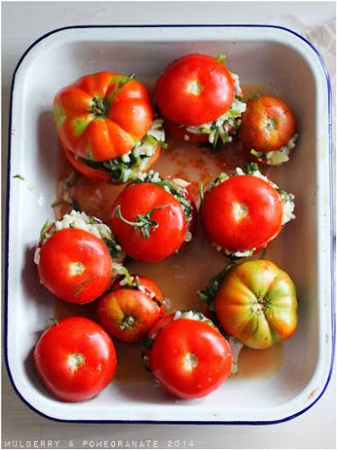 Stuffed tomatoes with spinach rice (ντομάτες γεμιστές με σπανακόριζο)