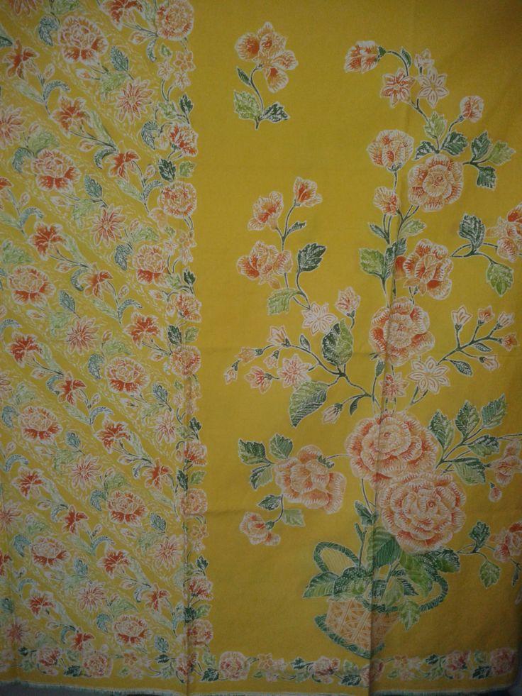 Warna kuning yang menggoda pada sarung  Batik Pekalongan. I like it.