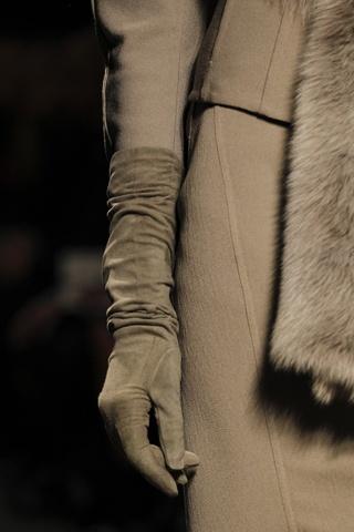 Donna Karan: Fashion, Chic Gloves, Karan Gloves, Long Winter Gloves, Chic Elegant, Long Gloves, Givenchy, Glamorous Chic Life, Donna Karen