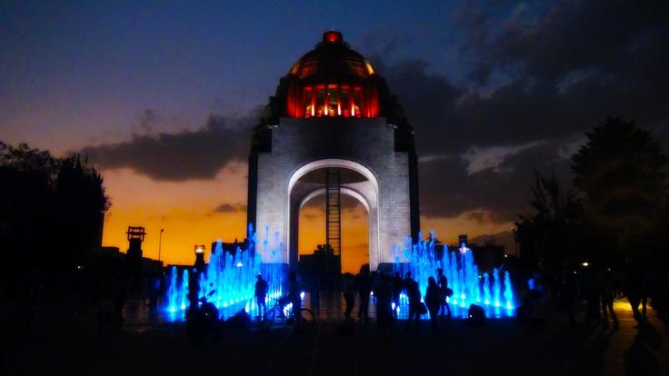 fuente fountain ecofenix monumeto a la revolución df México