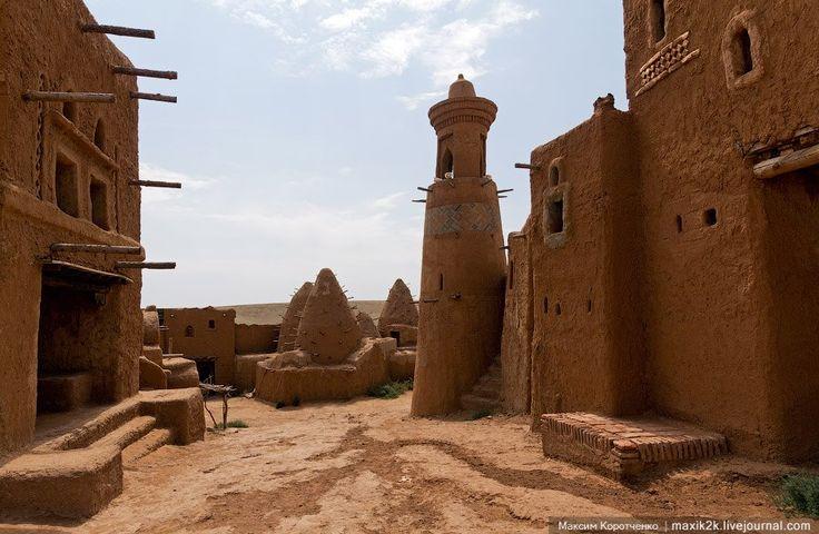 Сарай-Бату (1242-1254) - настоящий древневосточный город в России, 80 км севернее современного города Астрахань. / Saray-Batu in Russia