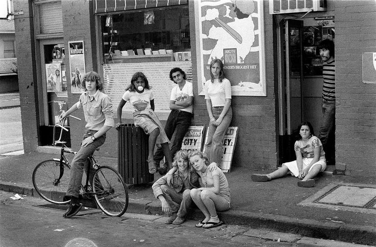 The Gang, Windsor 1976  photos by Rennie Ellis,... interesting that no one needed to tattoo themselves back then.
