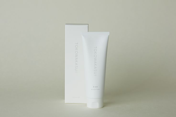 Moisture Foam (facial wash)   Rich and smooth as silk bubbles wash away excess oil, dead skin cells and leave your face feeling fresh and clean. The bubbles wash away quickly, resulting in moist, silky smooth, hydrated, and luminous skin.