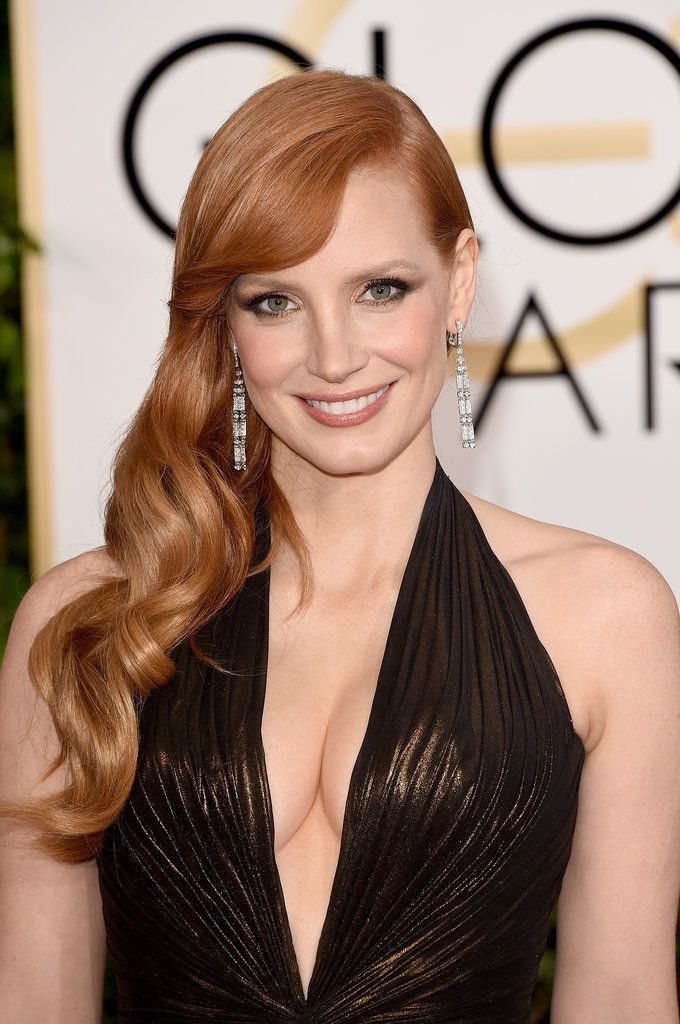 Match your smoky eye to your gown for a sexy, dramatic look like Jessica Chastain's.