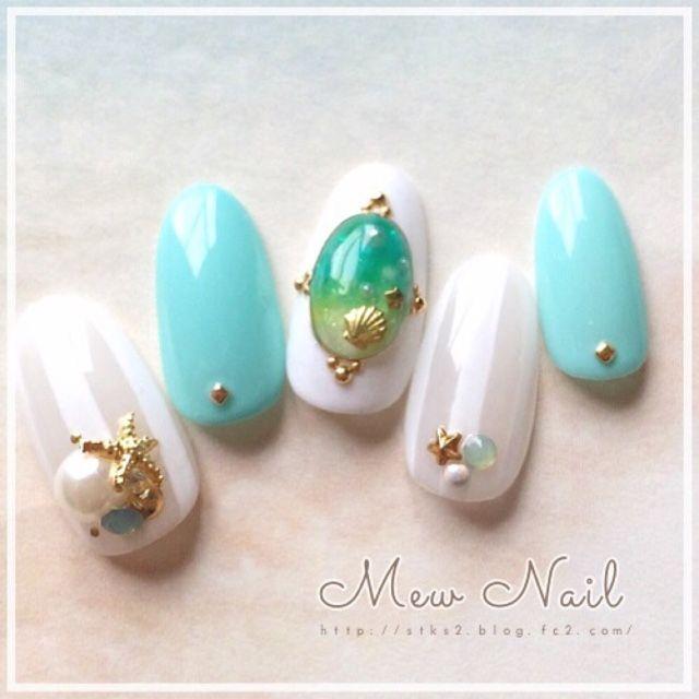 夏にはネイルを、指先には青を。ターコイズブルーの爽やかネイルカタログ|MERY [メリー]