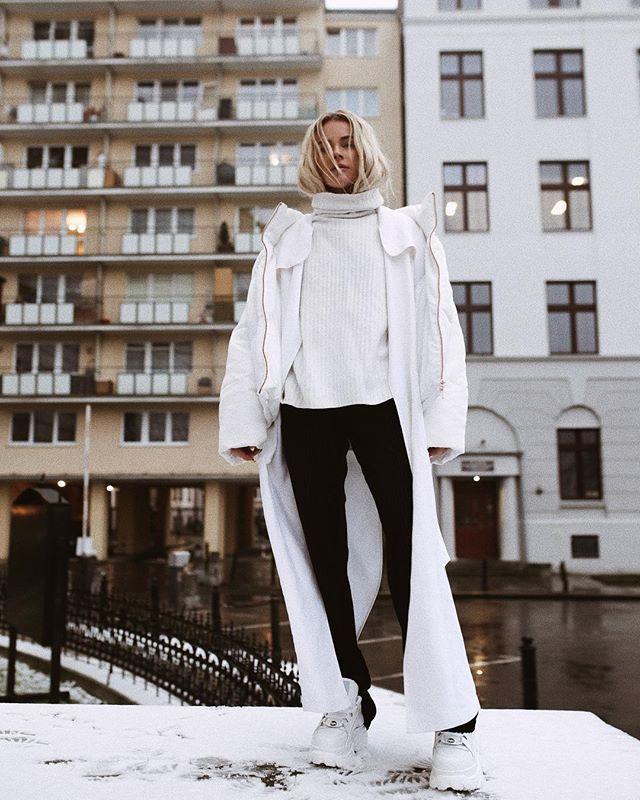 Instagram media by maffashion_official - Załapałam się na śnieg ❤️ #ootd @zara #jacket @thebeastbrand #pants #secondhand #sweater @marlu.pl #coat @buffalolondon #shoes - dziękuje Kate  bliźniaczy chodak!
