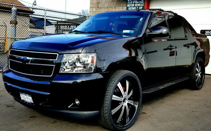 "2009 Chevy Avalanche custom with 26"" rims"