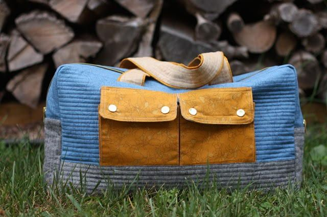 Weekender Cargo Duffle Bag Pattern | Get ready for holiday traveling with this free overnight bag pattern!