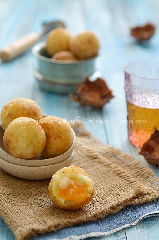 Bollitos de yuca (Cheese-filled cassava balls)☀Puerto Rico☀