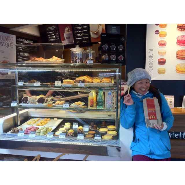 Mee in McCafe in Paris~~ fries & macarons!! Totally yummy~~~~