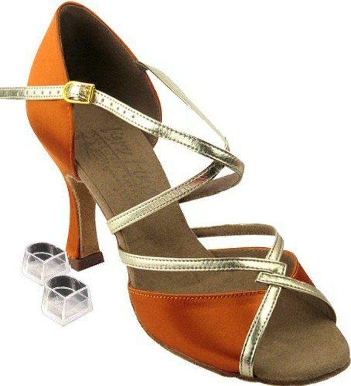chaussures de danse salon femme en orange et argent avec des protecteurs transparents