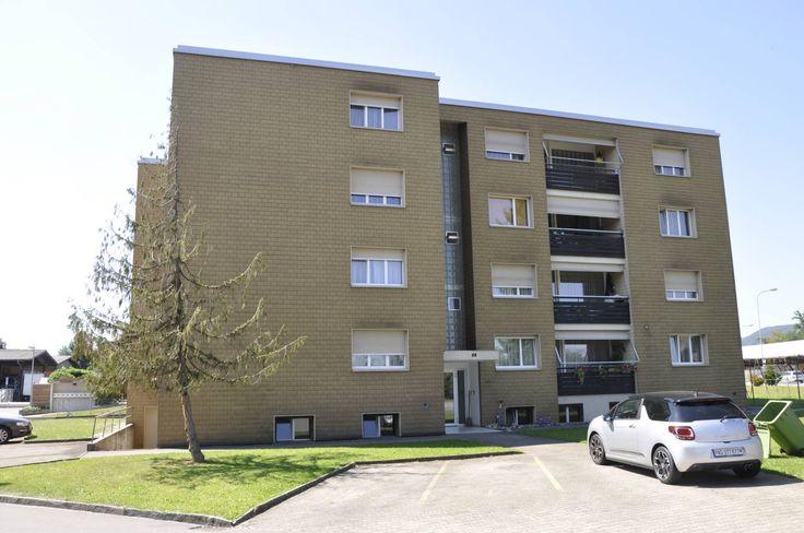 Helle 4.5-Zi-Wohnung im 3.OG  Wir vermieten am Fliederweg 2 in Rupperswil eine schöne 4.5-Zi-Wohnung mit Balkon. Die Wohnung hat folgendes zu bieten:  - neuwertige, helle Küche mit Glaskeramik - top modernes Badezimmer mit Dachkuppel - Einbauschrank - Schlaf- und Kinderzimmer mit Marmoleum - Balkon  Ein Abstellplatz kann dazu gemietet werden. Dieser kostet pro Monat Fr. 30.00.