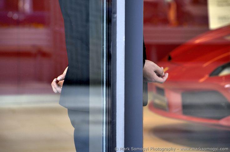 Ferrari elvitelre... / Ferrari to take away... / Ferrari à emporter... (China / Shanghai) © Mark Somogyi Photography - www.marksomogyi.com #china #shanghai #ferrari #store #luxury