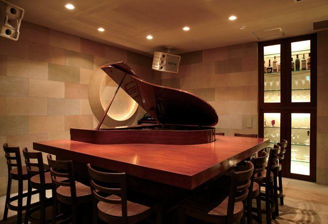 """西麻布に、""""オペラ歌手の生演奏が聴ける""""日本初のワインバー「wine & music CADENZARE」がオープン!"""