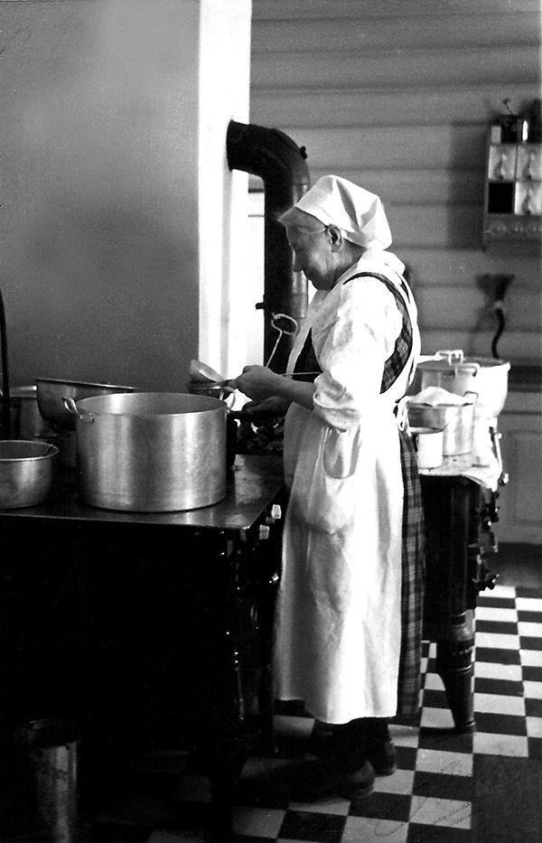 Nr. 41. Margit Sollien var fyrste kokka ved aldersheimen, 1942. Utlånt av Syver Sollien