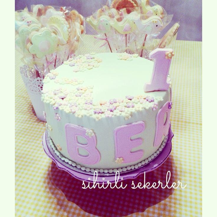 #fondantcakes #happybirthday #sugarart #butikpasta #iyikidogdun