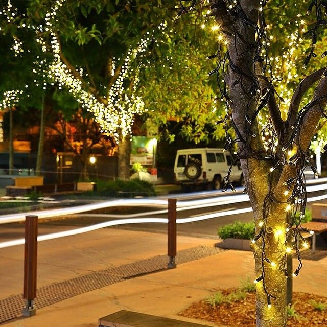 Noosa's Hastings St sparkles at night! Image: @blueandrew via Instagram. #visitnoosa #noosa #noosariverholidaypark