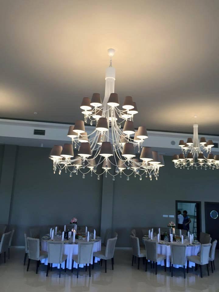 Malinowy Dwór - oświetlenie wyprodukowane przez firmę HESMO.  #realizacje #Hesmo #oświetlenie #wnętrza #żyrandole