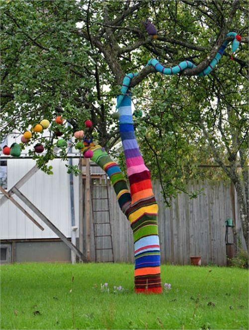 Creative Yarn Bombed Trees [5 pics]
