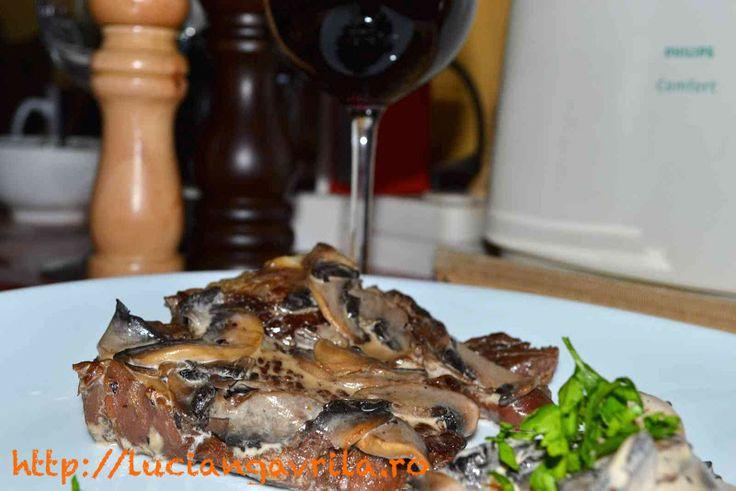 #Veal #steak with mushroom sauce Antricot de vițel cu sos de ciuperci