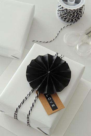 ★折り紙で!簡単&お洒落な白×黒ラッピングアイデア |インテリアと暮らしのヒント