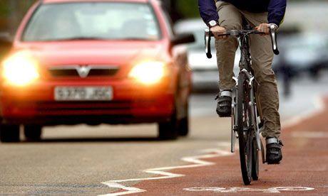Biciklivel közlekedve többször eszembe jutott egy-egy baleset közeli helyzetben, hogyha elütnének, hiába lenne nekem igazam, nem sokat segítene rajtam. Persze enyém lehet az erkölcsi győzelem, de a testemet ez vajmi kevéssé gyógyítaná meg. Ezért a közlekedésben sem csak a táblákra érdemes figyelni, hanem egymásra is. És nem azt kellene nézni kinek van igaza, hanem megtanulni együtt élni. Egymásra figyelve.