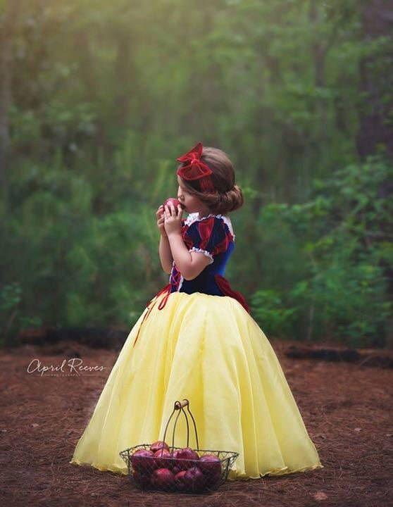 Blancanieves inspira traje de vestido de bola de vestido de la