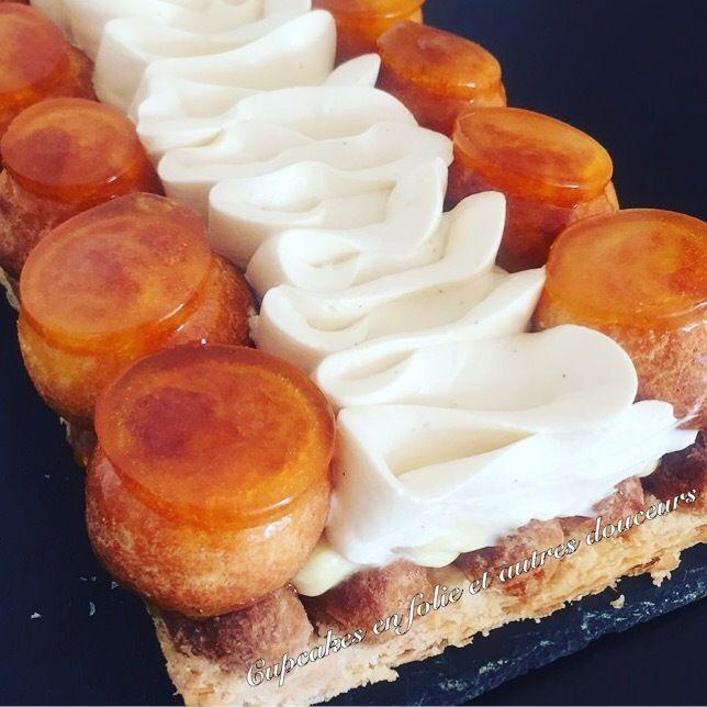 Voici une recette de Saint-Honoré que j'ai réalisé pour le dessert d'un repas entre copines hier... Cela faisait longtemps que je voulais le confectionner afin de tester ma douille à Saint-honoré pour lui donné un effet Saint-honoré de grands pâtissiers!...