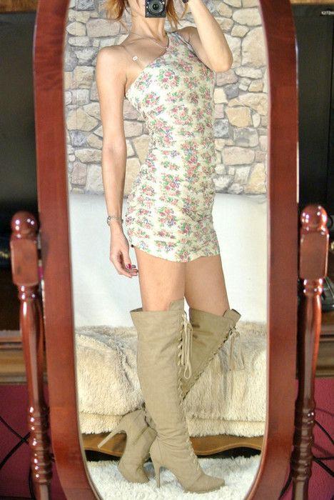 Mini vestido asimétrico y drapeado flores Bershka