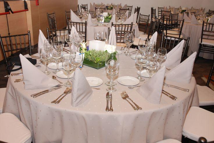 Te ofrecemos el mejor servicio de catering para tus eventos... Personal de servicio, menaje, arreglos florales y decoración, música, fotografía, entre otros. No dudes en contactarnos al 7437333