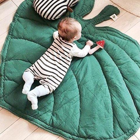Vi har fortfarande några av de här fina mjuka ekologiska lekmattorna kvar (de har gått åt fort sen vi hängde en i skyltfönstret!) Perfekt till föräldrar som vill ha snyggt OCH barnvänligt hemma. 949kr 🍃(Bild lånad från @Nofred) . . . . . #julklapp #bebis #livetmedbarn #lekmatta #lekfilt #babygym #ekobomull #ekolek #ekoleksaker #barnrum #barnrumsinspo #barninspo #lekrum #julklapp #danishdesign #designleksaker #danskdesign #skandinaviskdesign #skandinaviskinredning #scandistyle #scandihome…