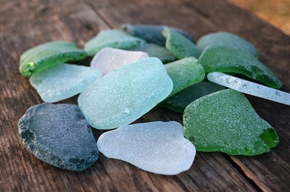 16 large sized pieces of beautiful sea glass ranging from almost 4 cm to almost 5.5 cm (1.625 - 2.25) in different shapes and forms. This collection is in craft quality, and contains pieces which have natural drawbacks, scratches and small glassy areas. The coin size in the picture is about 1. (272 g)  *-*All my sea finds hand picked only. Everything is beach found in southern Ukraine near Odessa.*-*  Color: shades of white, shades of green, greenish blue, pale blue  You will receive in your…