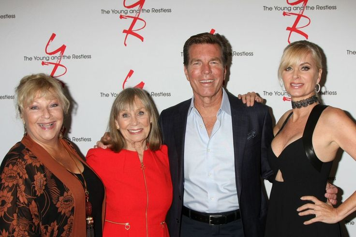 Eileen Davidson – Young and Restless Fan Event 2017 in Burbank | Celebrity Uncensored! Read more: http://celxxx.com/2017/08/eileen-davidson-young-and-restless-fan-event-2017-in-burbank/