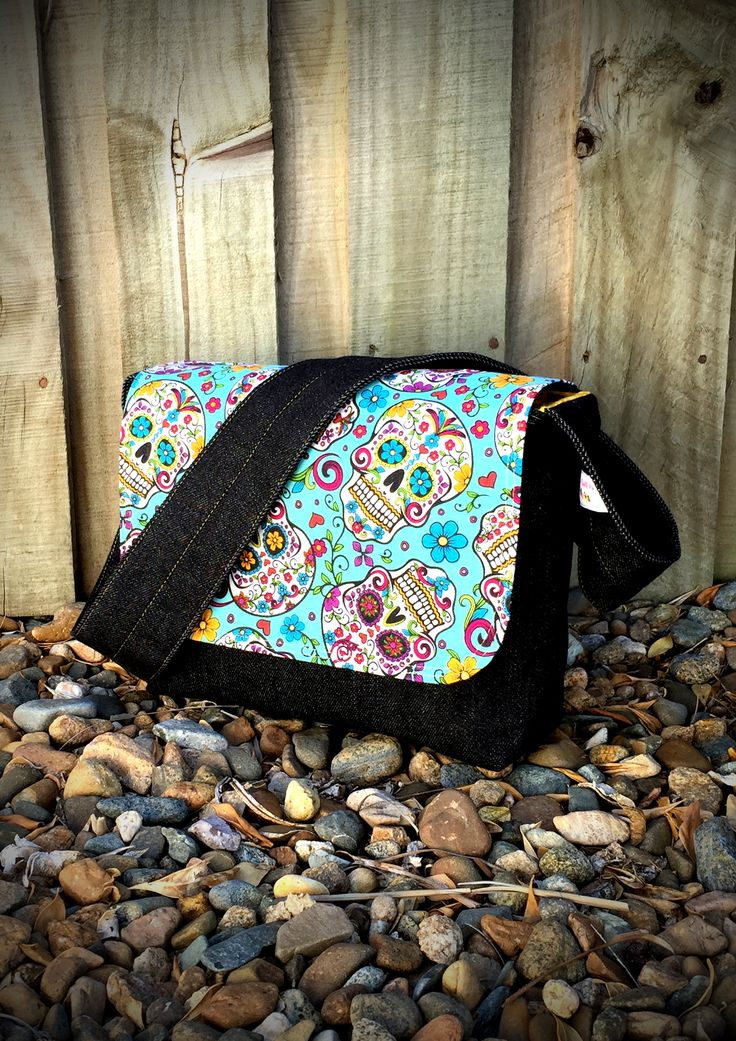 This is a FREE pattern for my beautifully simple, yet so very practical, Good-To-Go Messenger Bag.  This bag comes in two sizes – small and large – enabling you to create quick and easy cross body bags for both adults and children alike. It has a magnetic snap to secure the flap, however this can easily be left off if you prefer.  Inside the bag is a small slip pocket – perfect for holding your keys, mobile phone or anything else you need quick access to.  These bags also make the perfect…