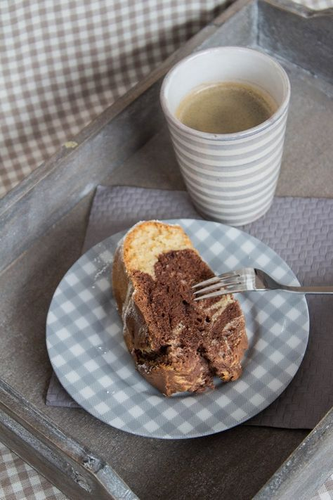 Er ist allgegenwärtig in Südafrika. Und er ist köstlich. Amarula. Ein Creme-Likör aus der afrikanischen Marula-Frucht. Und weil meine Oma früher gern ein Likörchen zum sonntäglichen Stück Kuchen ge…