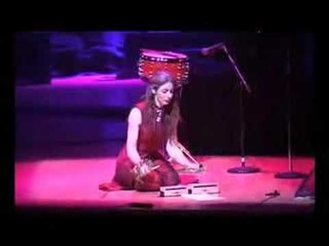 """Evelyn Glennie - """"Clapping Music"""" (Steve Reich) on percussion instruments"""