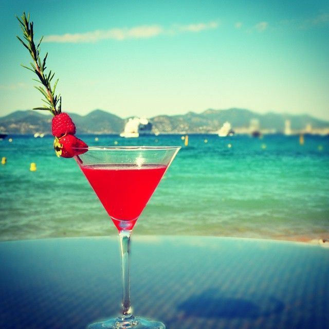 Enjoy A French Riviera Cocktail At The Zplage Beach Club