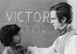 Victor Van aveyron is een wolfskind.