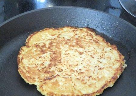 Turtă din ouă cu fulgi de ovăz - rapid și bun, cu un nivel minim de calorii! - Bucatarul