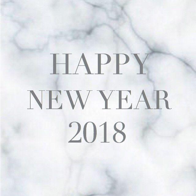 皆様あけまして おめでとうございます✨ . 昨年末は嬉しいお仕事のお誘いを 色々と頂き、とっても楽しみな 2018年が始まりました✨ . ヘッドドレスに イヤアクセとゆう、 まだ少ないレパートリーながらも、 昨年は沢山の方が作品を手にして下さり、感動と感謝で一杯です。 ありがとうございます◎ . 今年も自分のペースでですが、 愛する作品達を皆様にお届け出来たらと思っております◎ . 今年もどうぞ、 よろしくお願い致します✨ . . #2018#プレゼント#お正月#お年玉#ハンドメイドアクセサリー#パールアクセサリー#ヘアアレンジ  #イヤリング#ピアス#ヘアスタイル#髪飾り#簪#結婚式#和装#前撮り#プレ花嫁#成人式#卒業式#入学式#minne#creema#花のある生活#お洒落さんと繋がりたい#おしゃれさんと繋がりたい#セルフネイル#カプリスライ#caprice_rai#love#土曜日 #忘年会