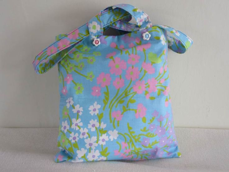 Child's tote: see more details and buy safely on my website: http://beashive.co.uk/product/pretty-floral-holdall/