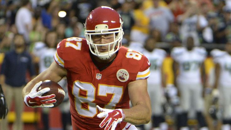 Travis Kelce injured his right leg during Monday's practice for the Kansas City Chiefs and ended up leaving practice early. There's no word on the nature or extent of the injury as of Monday...