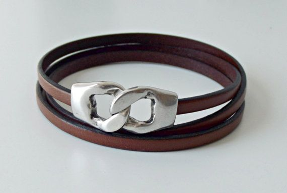 Triple wrap bracelet, handmade with 5mm genuine flat leather and 34x15 mm silver plated zamak links clasp. You can select the leather medium brown, black or metallic grey....