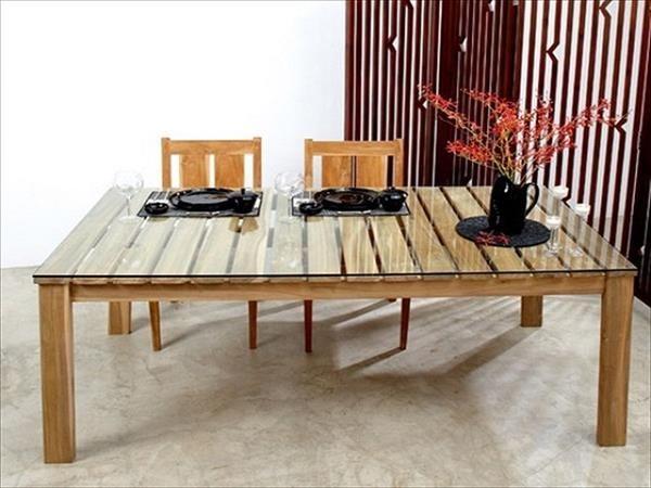 table en palette 44 id es d couvrir photos palettes salle manger l gante et lunettes. Black Bedroom Furniture Sets. Home Design Ideas