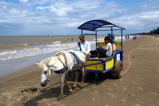 Wisata Alam Pantai Batakan Kalimantan Selatan