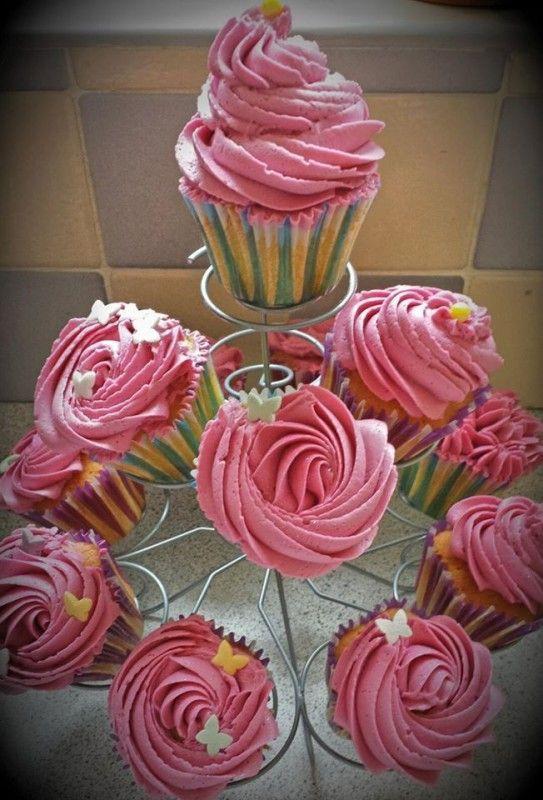 Moje Wypieki   Różane babeczki z różą