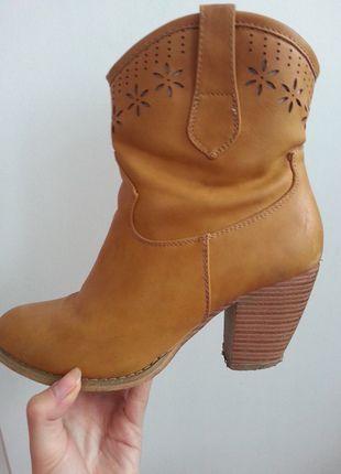 Kup mój przedmiot na #vintedpl http://www.vinted.pl/damskie-obuwie/botki/11326224-brazowe-botki-na-jesien-39