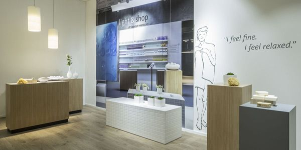Da oltre 30 anni il #retail è il nostro focus : sviluppiamo su misura progetti di negozi adottando tecnologie #LED http://ow.ly/BeTr30bEOYk  Oktalite - Servizi - Showroom